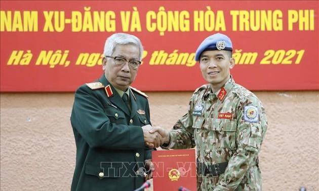 Trao quyết định cho sĩ quan Việt Nam đi thực hiện nhiệm vụ tại Trụ sở Liên hợp quốc