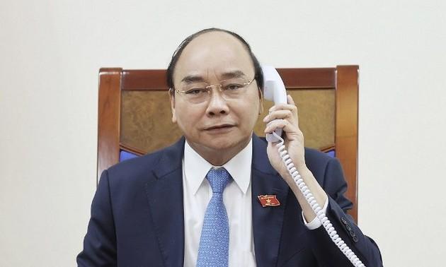 Thủ tướng Nguyễn Xuân Phúc điện đàm với Tổng thống Chile