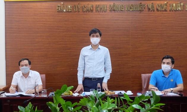 Tổng LĐLĐ Việt Nam trao 700 triệu đồng hỗ trợ đoàn viên, người lao động