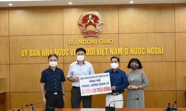 Người Việt tại Cộng hòa Séc ủng hộ Quỹ Vaccine phòng chống Covid-19