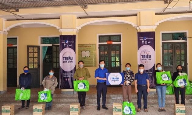 """""""Triệu bữa cơm 2021"""" trao tặng 244 nghìn bữa ăn cho 16 nghìn người bị ảnh hưởng bởi dịch Covid-19"""