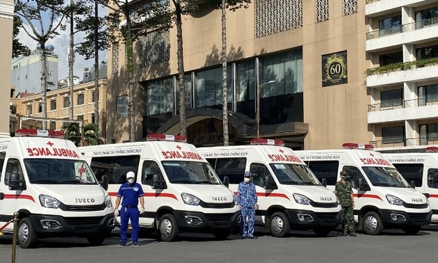 TP.HCM tiếp nhận 30 xe cứu thương đặc chủng và 25 xe tiêm vaccine cơ động
