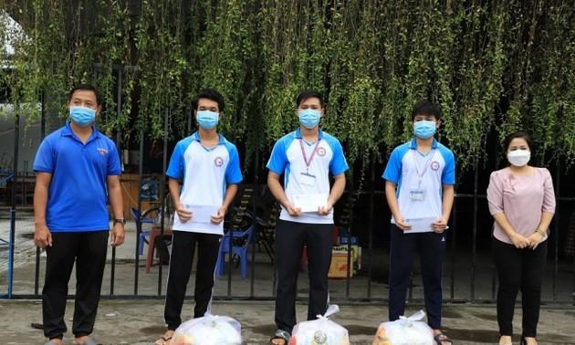 Cần Thơ: Những phần quà hỗ trợ các du học sinh Campuchia bị ảnh hưởng bởi dịch bệnh COVID-19
