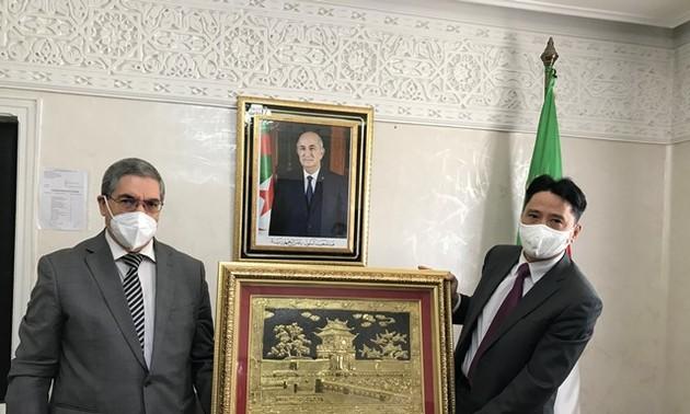Đại sứ quán Việt Nam tại Algieria thúc đẩy hợp tác kinh tế, thương mại tại tỉnh Constantine