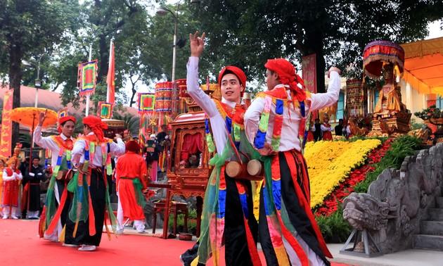 Độc đáo điệu múa của lễ hội làng Triều Khúc - con đĩ đánh bồng