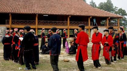 Ceremonia de pedir por la tranquilidad-rasgo cultural de los Dao Thanh Y