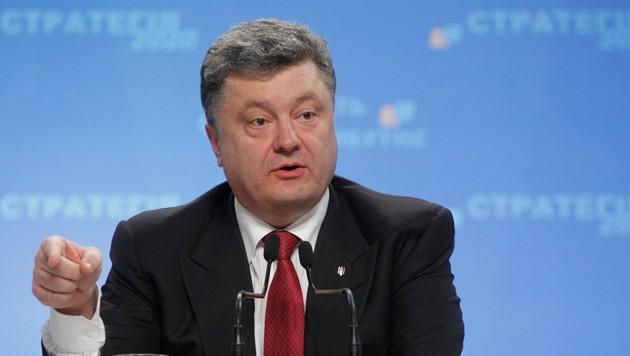 Bloque de Poroshenko aventaja en sondeo electoral previo en Ucrania