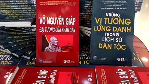 Presentan tres libros por los 70 años del Ejército Popular de Vietnam