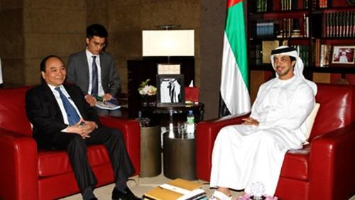 Vietnam acoge a empresas, bancos y fondos de inversión de Emiratos Árabes Unidos