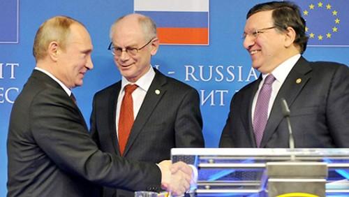 Cumbre de Unión Europea, polémicas en torno a crisis ucraniana