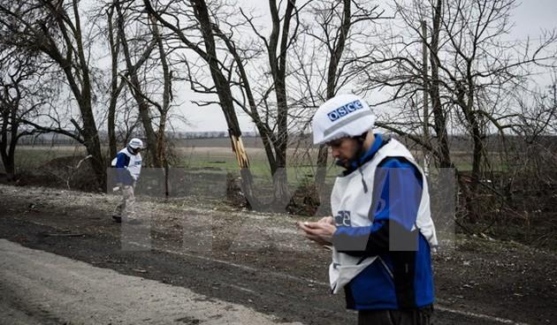 Acuerdan continuar retirando armas de zonas de conflicto en Ucrania