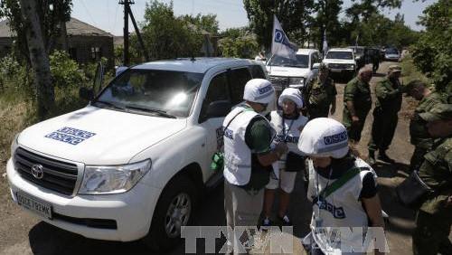Tirotean a vehículo de observadores europeos en localidad ucraniana