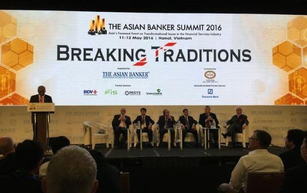 Pondera dirigente de Vietnam espíritu de creatividad del sector bancario asiático