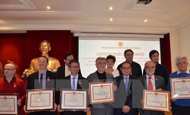 Honran a grandes contribuidores por consolidación de vínculos Vietnam-Francia