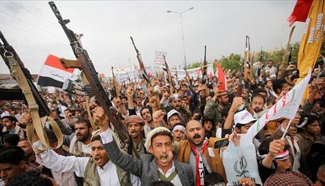 Irán y Movimiento Ansarullah tratan situación política y humanitaria en Yemen
