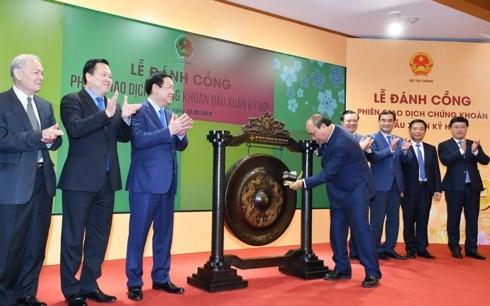 Premier vietnamita destaca tareas del mercado bursátil nacional en 2019