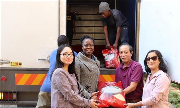 Comunidad vietnamita en Sudáfrica envía ayudas humanitarias a Zimbabue
