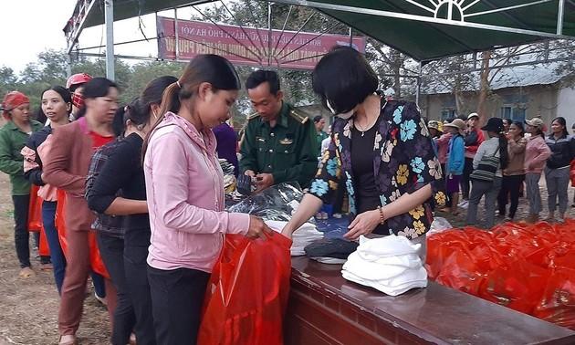 Atienden a las personas en situaciones difíciles en Vietnam en vísperas del Año Nuevo Lunar