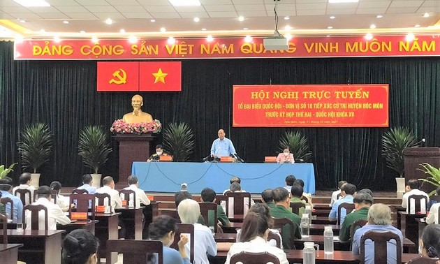 Evalúan la respuesta al covid-19 en Ciudad Ho Chi Minh según la nueva estrategia nacional