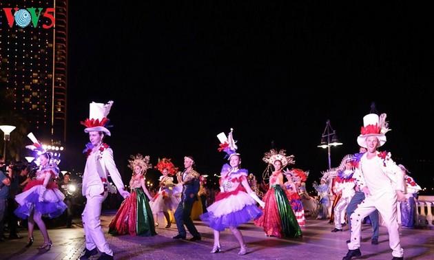 Lễ hội Carnaval đường phố khuấy động đêm Đà Nẵng