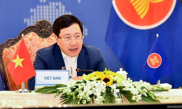 Pham Binh Minh participe à la conférence restreinte des ministres des AE de l'ASEAN