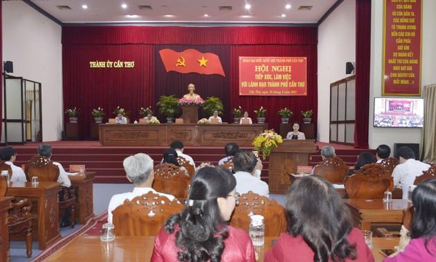 Nguyên Thi Kim Ngân rencontre les autorités de Cân Tho