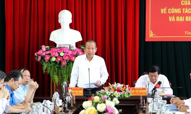 Législatives 2021: Le vice-Premier ministre Truong Hoa Binh travaille à Vinh Long
