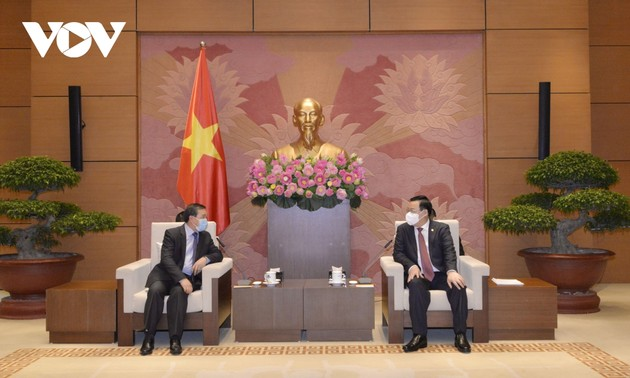 L'ambassadeur du Laos reçu par Vuong Dinh Huê