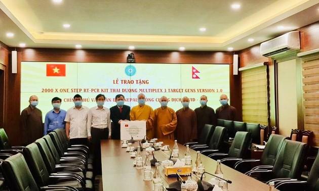 Covid-19 : L'Église bouddhique du Vietnam offre 2.000 kits de tests rapides au Népal