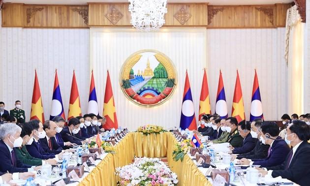 Nguyên Xuân Phuc rencontre le Premier ministre laotien