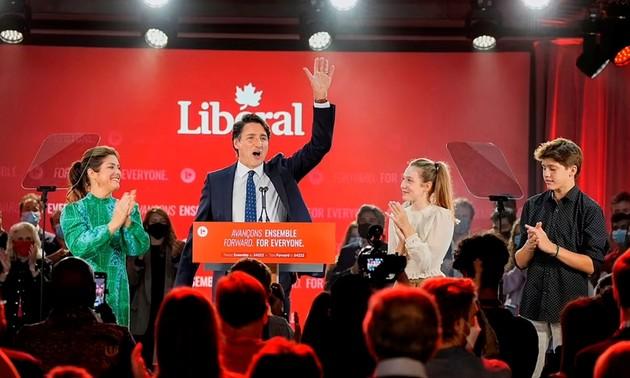Pham Minh Chinh félicite Justin Trudeau pour la victoire du Parti libéral du Canada