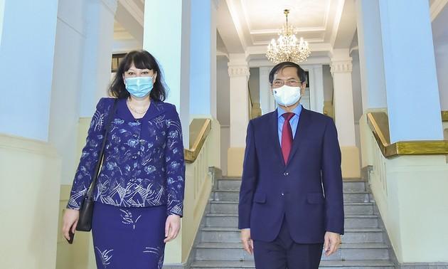 Intensifier les relations et les coopérations Vietnam-Roumanie