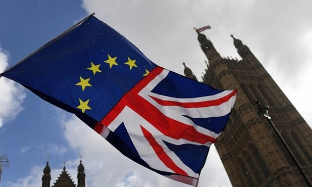 EU agrees to delay Brexit if deal passed