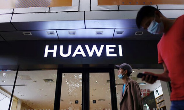 UK bans purchase of 5G equipment from Huawei