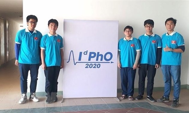Vietnamese students bag five medals at int'l distributed physics Olympiad