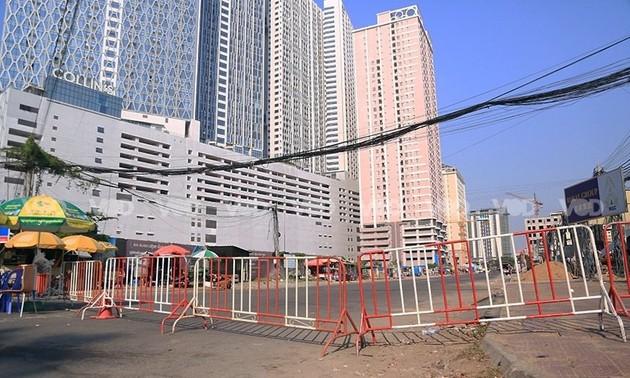Cambodia blockades capital Phnom Penh