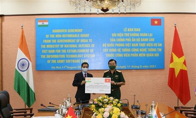 Vietnam's Defense Ministry receives 5 million USD in aid from India