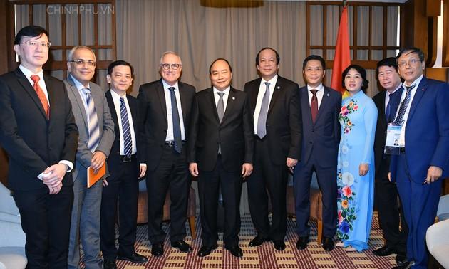 Thủ tướng tiếp doanh nghiệp Singapore tiên phong đầu tư vào Việt Nam