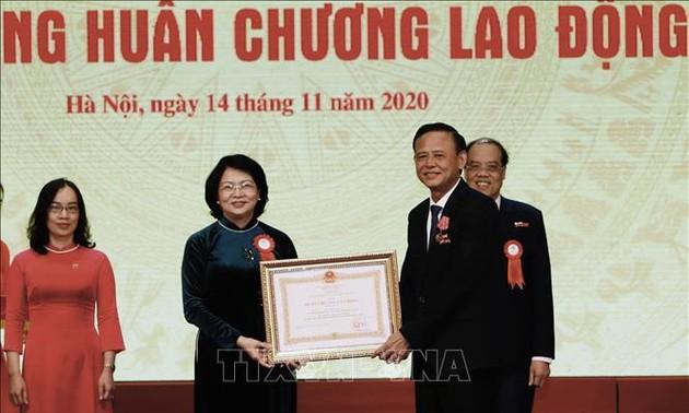 Phó chủ tịch nước Đặng Thị Ngọc Thịnh dự Đại hội Thi đua yêu nước lần thứ 5 của ngành Nông nghiệp