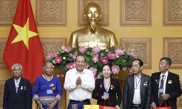 Phó Thủ tướng Thường trực Trương Hòa Bình tiếp Đoàn đại biểu người có công với cách mạng tỉnh Kon Tum