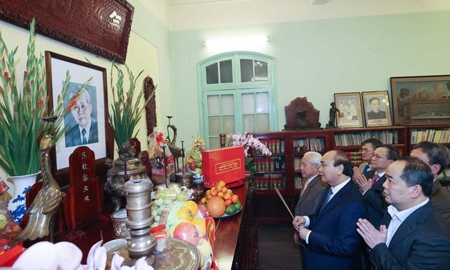 Thủ tướng Nguyễn Xuân Phúc dâng hương tưởng nhớ các lãnh đạo Đảng, Nhà nước