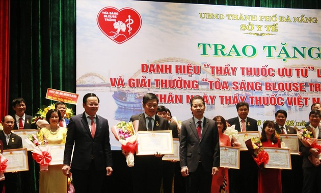 """Đà Nẵng trao giải thưởng """"Toả sáng Blouse trắng"""""""
