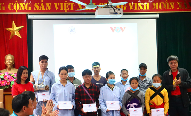 Cán bộ, đảng viên VOV thăm và tặng quà chiến sĩ biên phòng, bệnh nhân nghèo thuộc tỉnh Lào Cai