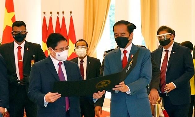 Thủ tướng đề nghị các nước ASEAN phối hợp tìm giải pháp cho vấn đề Myanmar