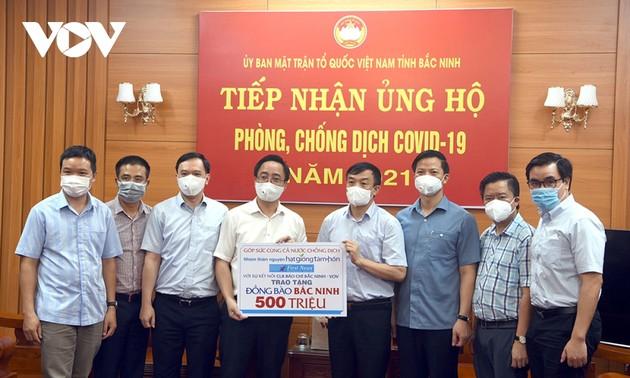 VOV trao tiền hỗ trợ hai tỉnh Bắc Giang, Bắc Ninh chống dịch COVID-19