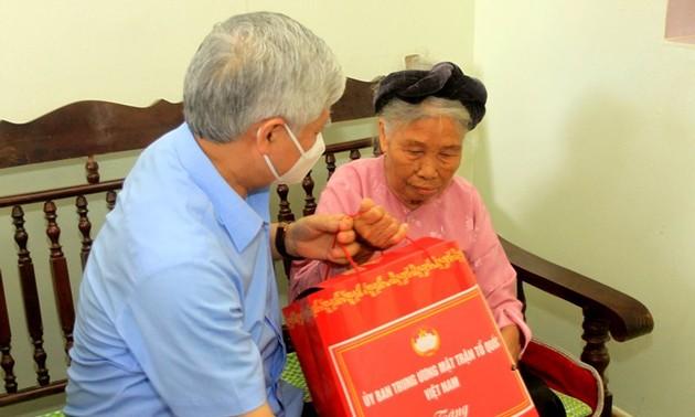 Tặng quà người có công, gia đình chính sách tỉnh Thái Bình