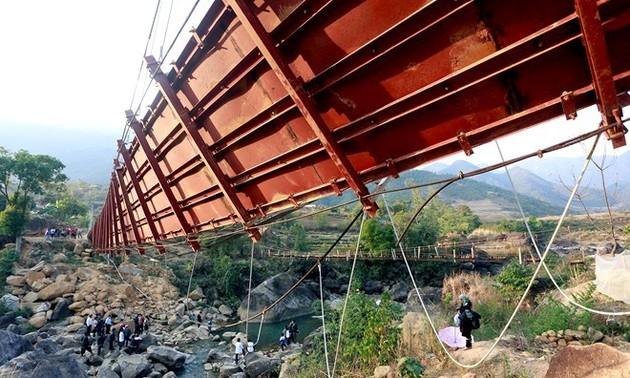 Phó Thủ tướng Nguyễn Xuân Phúc: Rà soát lại cầu yếu, kiểm tra tất cả cầu treo