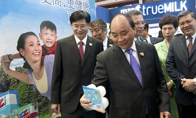 Thủ tướng Nguyễn Xuân Phúc đến Nam Ninh, bắt đầu chuyến thăm chính thức Trung Quốc