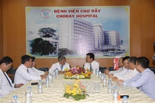 chúc Tết cán bộ, y bác sỹ bệnh viện Chợ Rẫy và Đài truyền hình thành phố Hồ Chí  Minh