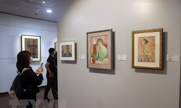 Exhibition of paintings donated by Japanese collector opens in Da Nang